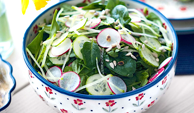 salat-iz-ogurtsov-redisa-redki-i-shpinata