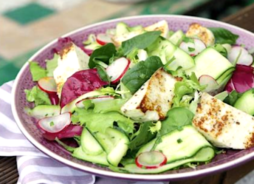 salat-s-marinovannymi-kabachkami-i-zharenym-suluguni