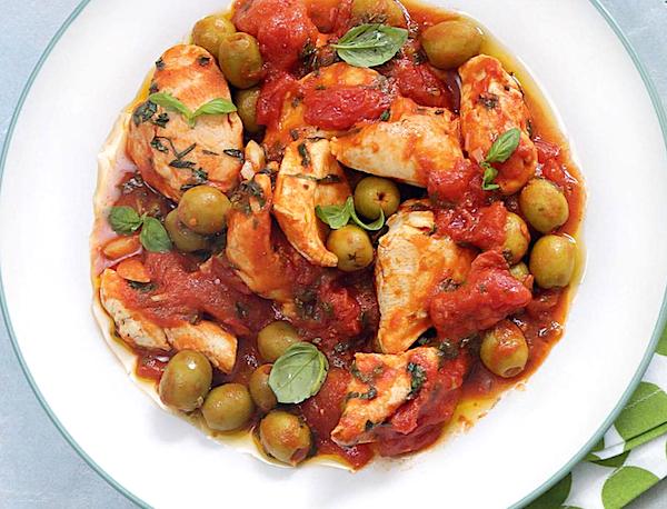 tushenaya-kurinaya-grudka-s-pomidorami