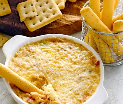 Горячий сырный дип с беконом